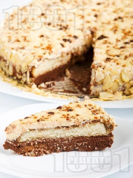 Сладоледена какаова торта с бишкоти, желирано цедено кисело мляко и кондензирано мляко (с желатин) - снимка на рецептата